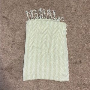 (3/$20 or 2/$15) White and Gold Scarf